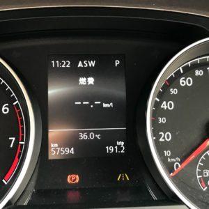 暑い日の車内温度を下げるには